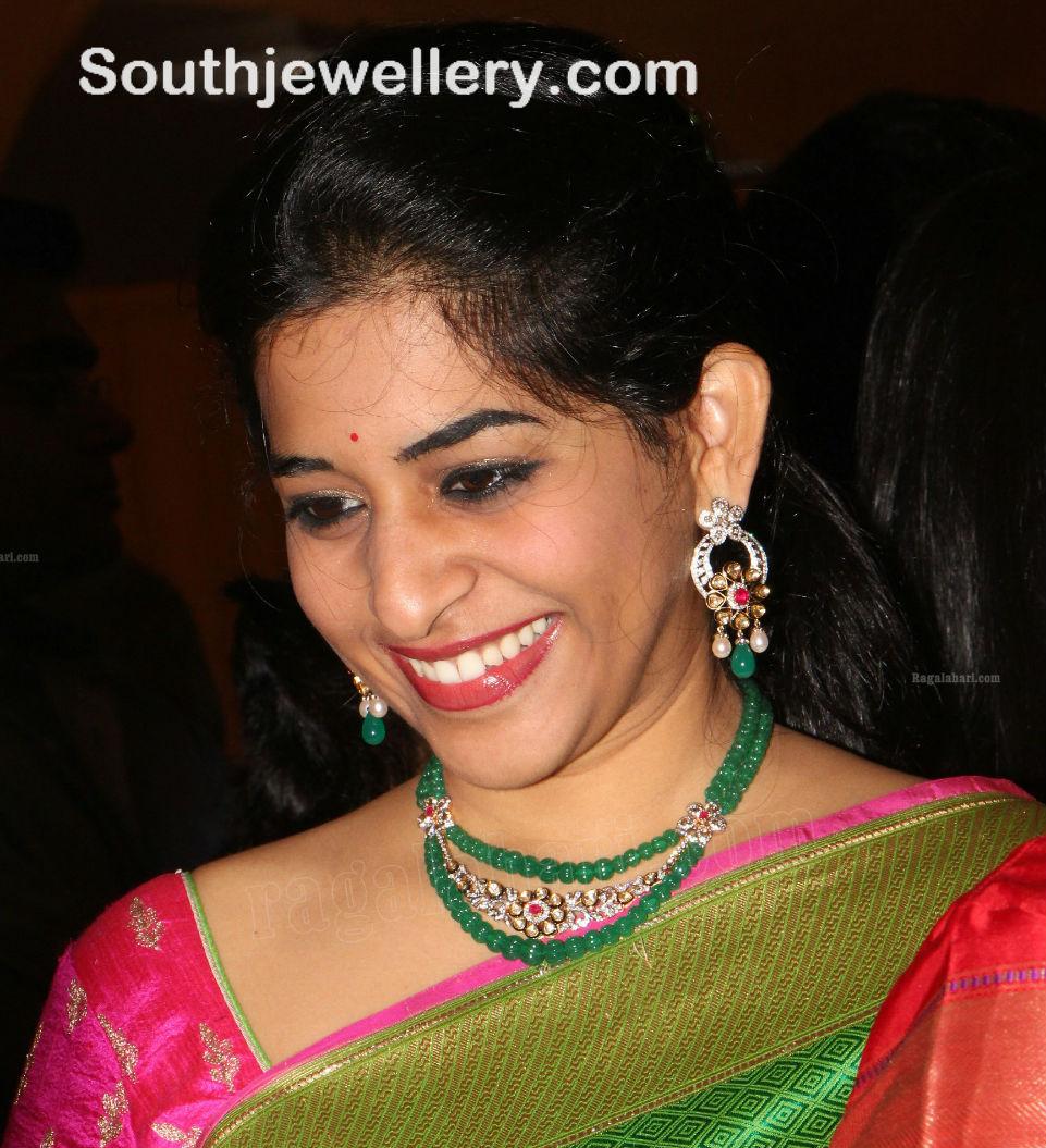 Celebrity Style Beads: Stylish Emeralds And Kundan Necklace Set