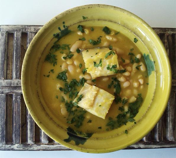La Cocinera Novata Judias blancas con bacalao alubias legumbre receta plato gastronomia vegetariana pescado guiso