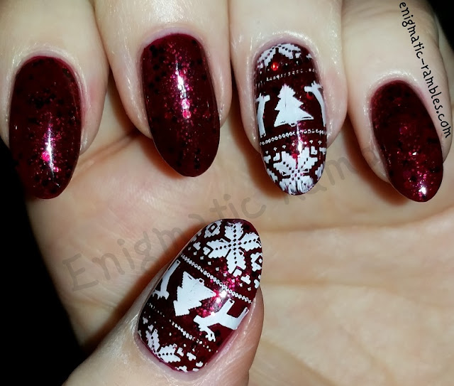 Festive-Christmas-Sweater-Glitter-Nails-Nail-Art-Stamped-Stamping-L032