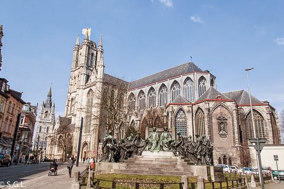 Vista de la Catedral de Gante en Belgica