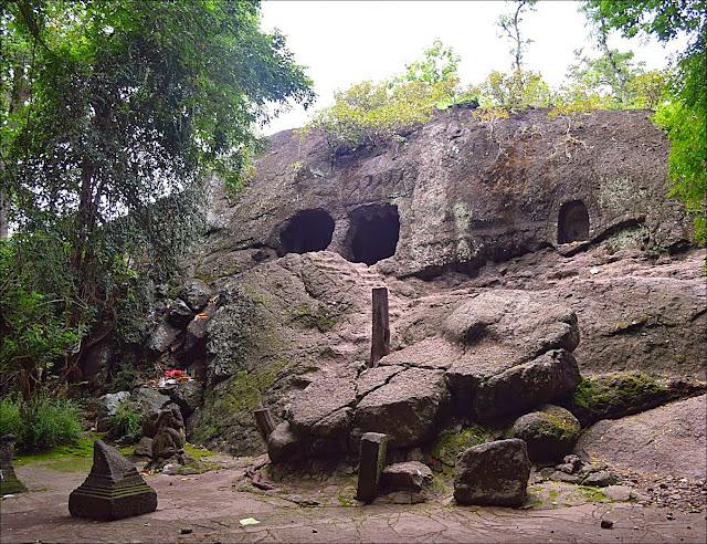 objek wisata Goa Selomangleng
