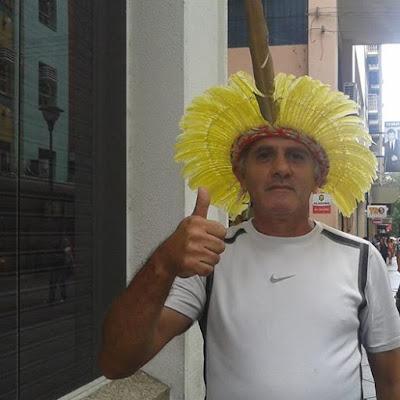 (A Causa Indígena é de Todos Nós). Um momento único na Esquina Democrática.  Em Porto Alegre e na Capital dos Gaúchos - Imagens Pessoais de Charles Netto.