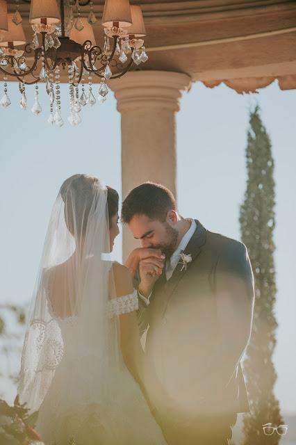 casamento real, casamento a céu aberto, casamento no jardim, casamento no campo, flores do campo, cerimônia, buquê da noiva, bouquet, vestido de noiva, vestido de renda, villa giardini, véu e grinalda