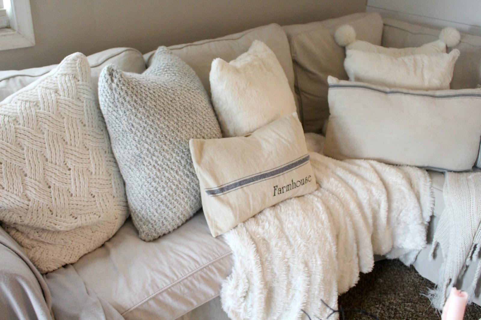The Best Farmhouse Style Christmas Pillows The Glam Farmhouse ~ Throw Pillows For Sofa Cheap