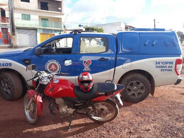 Polícia Militar recupera moto roubada e prende suspeito, em Barra da Estiva