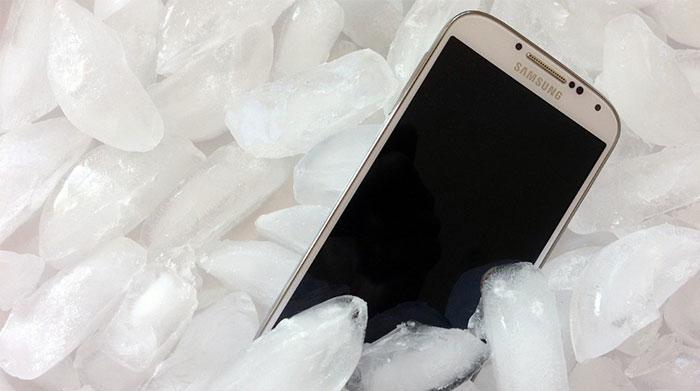 Bỏ điện thoại trong tủ lạnh