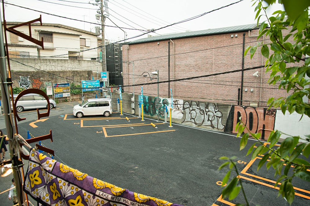 表参道SHOP前の駐車場