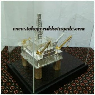 oil rig miniatures,oil rig ship, onshore rig miniatures,miniatur rig pertambangan minyak ,miniatur flatfon reg perminyakan