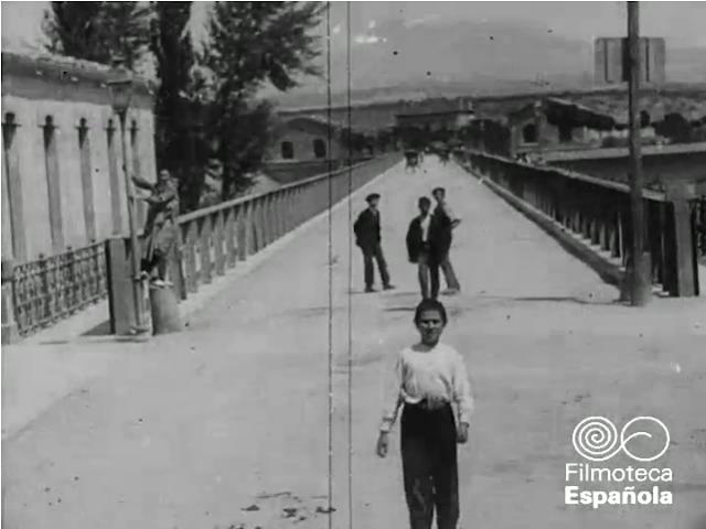 Calle Sagasta al inicio del Puente de Hierro
