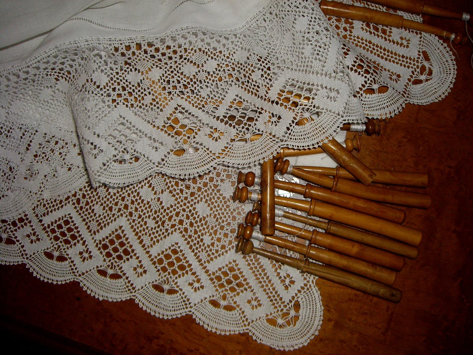 Puntilla y patrón para puñetas y pañuelos de encaje de bolillos