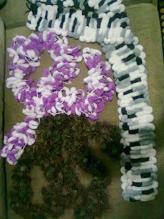 Cachecol de lã pompom feito com os dedos