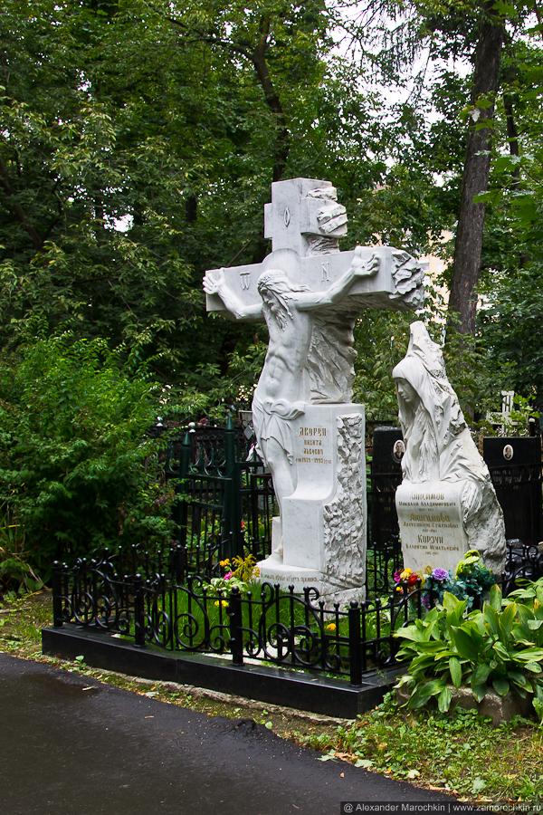 Скульптуры на Ваганьковском кладбище