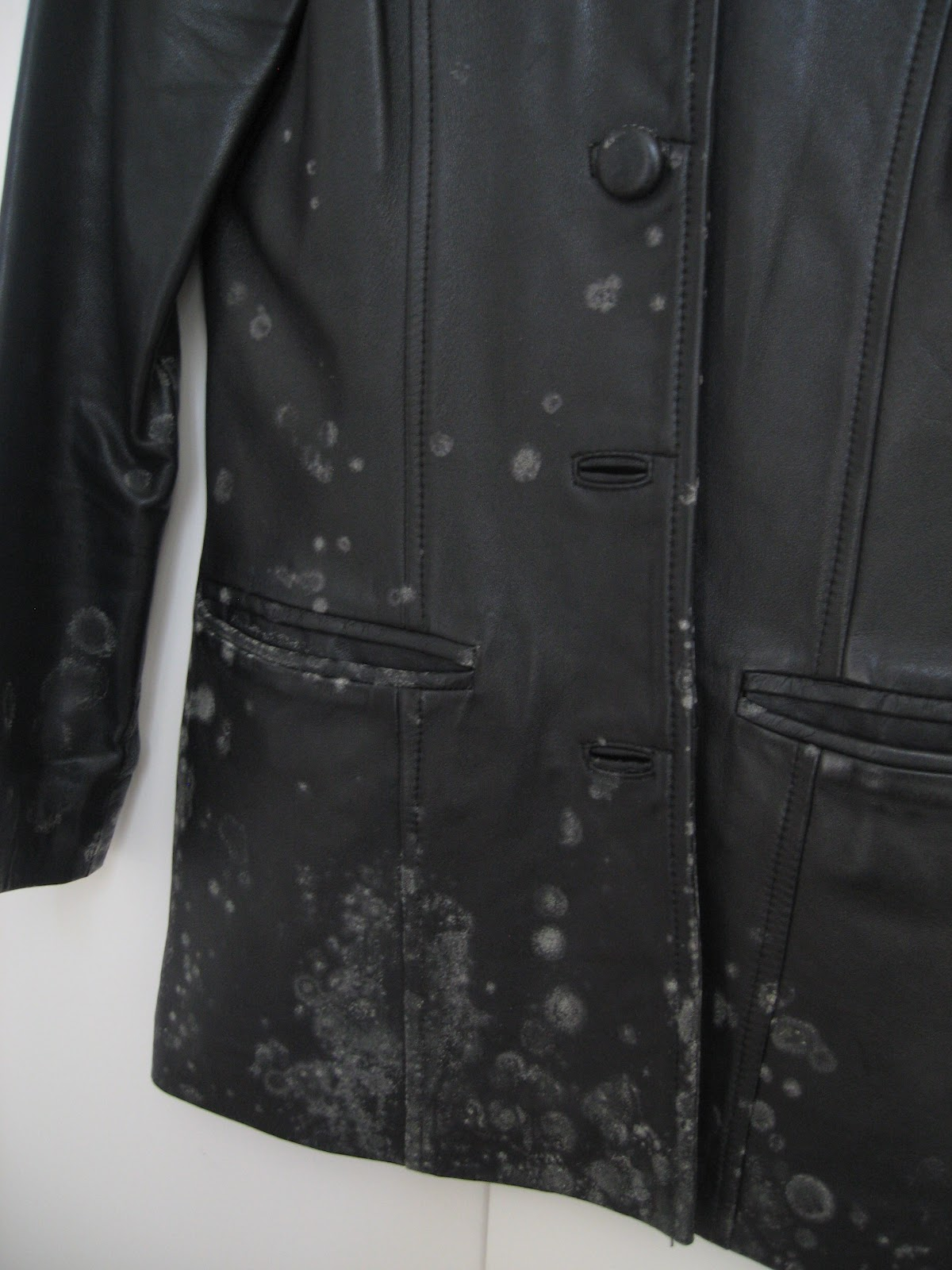 how to get rid of mould from clothes