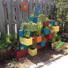 Roster Beton sebagai pot bunga dengan kombinasi warna cat
