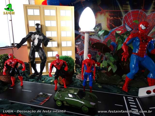 Decoração de festa infantil tema do Homem Aranha - Mesa decorada do bolo