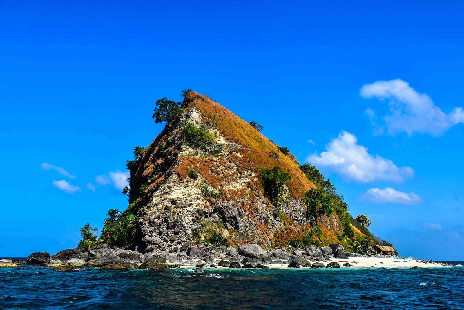 MUST-VISIT BEACHES NEAR MANILA according to Pinoy Travel