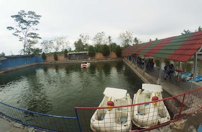 Kolam renang telaga putri