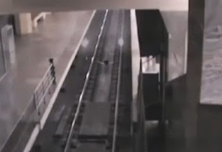 Ανατριχιαστικό βίντεο: Τρένο- φάντασμα κάνει στάση σε σταθμό στην Κίνα