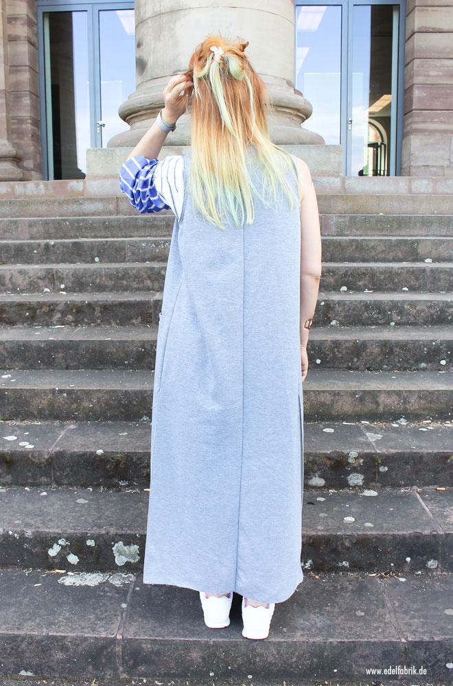 gestreifte Bluse in Blau Weiß, asymetrischer Schnitt, Jeans