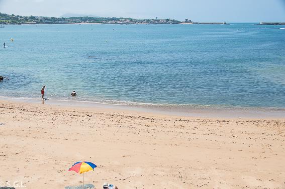 Playa de San Juan de Luz. Hoy compartimos tiempo de verano.