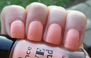 essence-love-and-sound-limited-edition-01-make-life-a-festival-texture-polish-swatch-picture