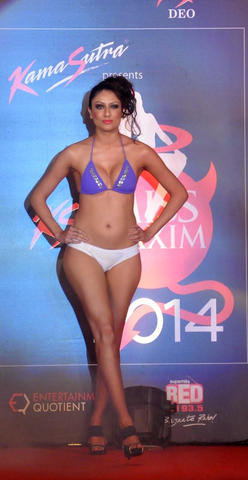 Indian bollywood actress flashing boobs to mahima amp friends 10