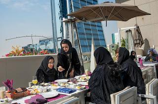 Di Riyadh terdapat banyak tempat belanja baik berupa mal-mal besar  7a405b71fc