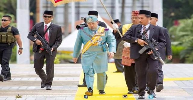 """""""DEMI ALLAH, AKU AKAN MELAKNATKAN KAU SULTAN KELANTAN!"""" Inilah Wajah Ayahanda PEKIDA yang MAKI Sultan Kelantan Dengan Kata-kata KESAT. Mohon VIRALkan supaya POLIS ambil TINDAKAN Secepat Mungkin!!"""