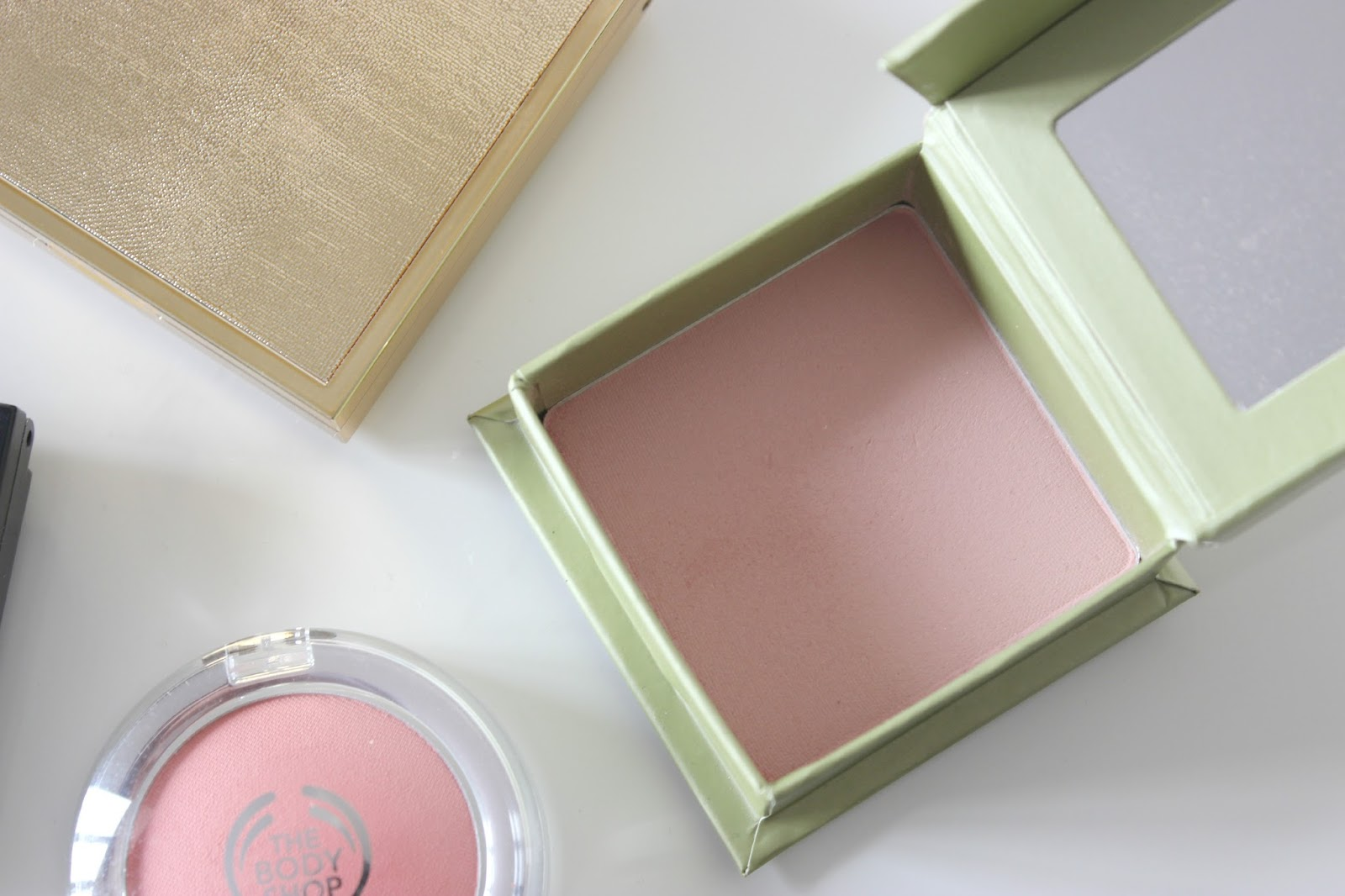 A picture of Benefit Dandelion Brightening Face Powder