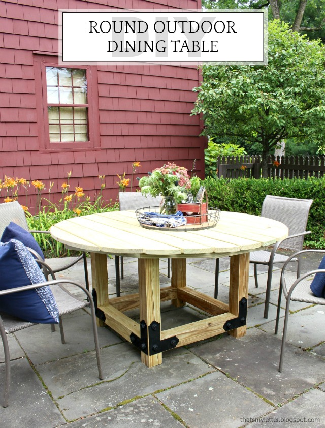DIY Round Outdoor Dining Table with Outdoor Accents – Free Round Patio Table Plans
