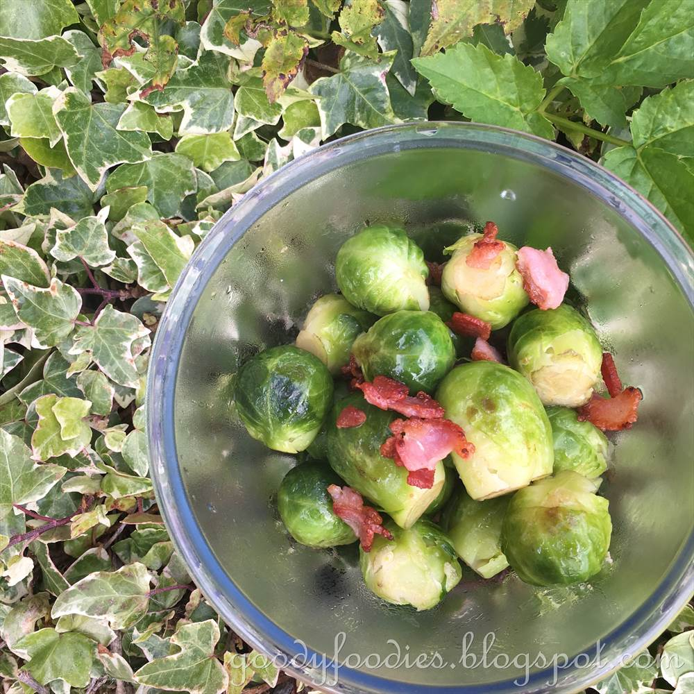 GoodyFoodies: Recipe: Brussels Sprouts With Crispy Bacon