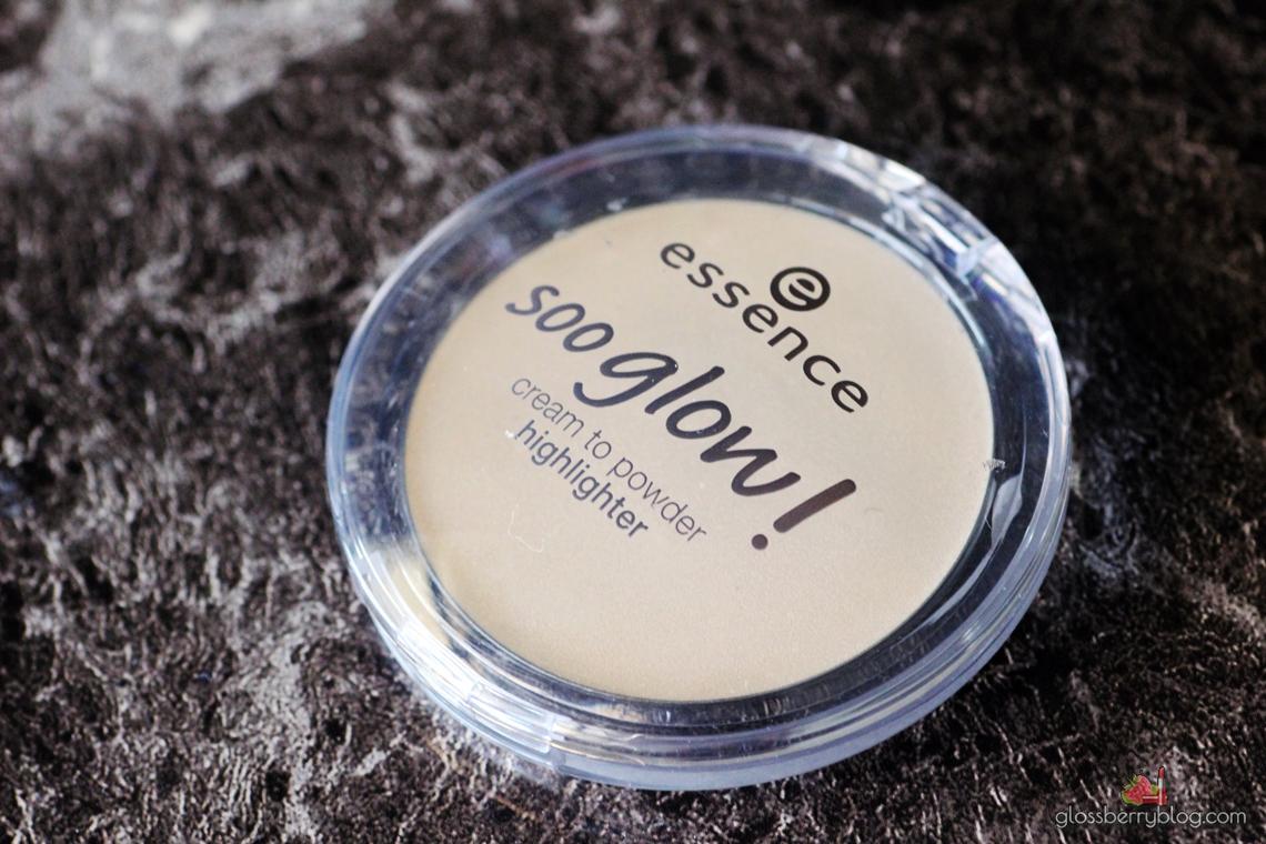 Essence - Soo Glow Highlighter  - Look On The Bright Side היילייטר אסנס קרמי קרם זהב בהיר סקירה המלצה גלוסברי בלוג איפור וטיפוח סו גלואו