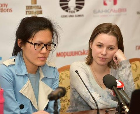 La conférence de presse après la 6ème partie avec Mariya Muzychuk et Hou Yifan - Photo © Vitaliy Hrabar