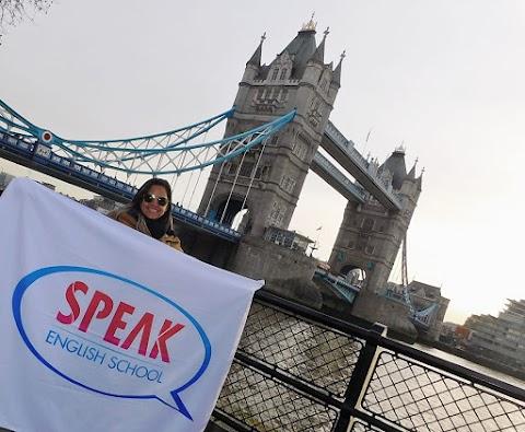 Professora de Inglês Joanna Brito está fazendo um intercâmbio de trinta dias em Londres, a capital da Inglaterra