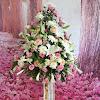 Standing Flower Dukacita Sindawati Giok Yen