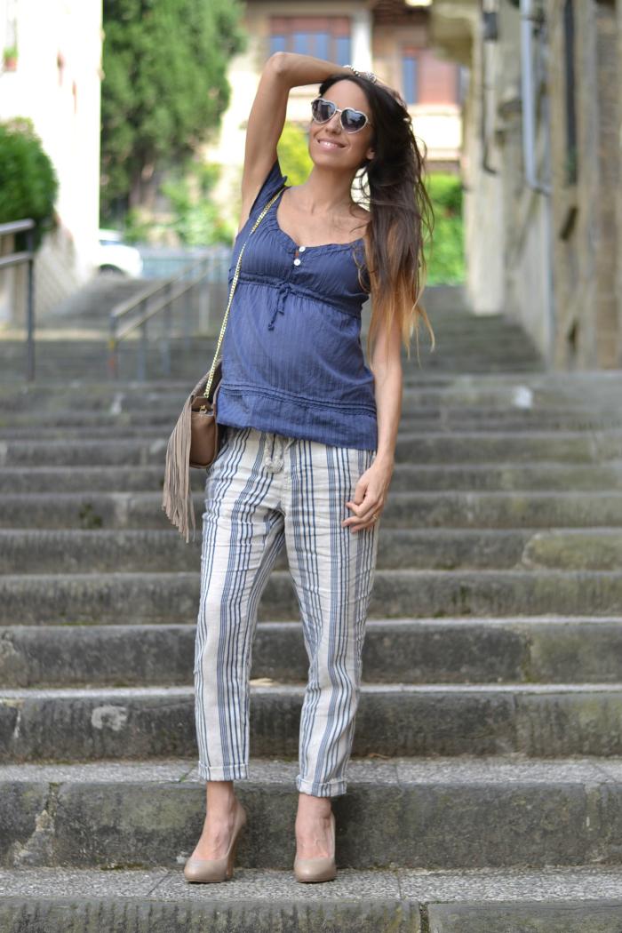 outfit con pantaloni righe lino