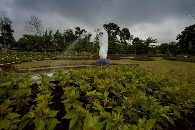 patung merlion taman bunga celosia