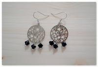 boucles d'oreilles estampes étoilées et perles noires