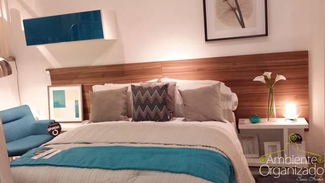 Roupa de cama branca bege e azul turquesa