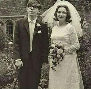 अपनी पत्नी के साथ स्टीफेन हॉकिंग