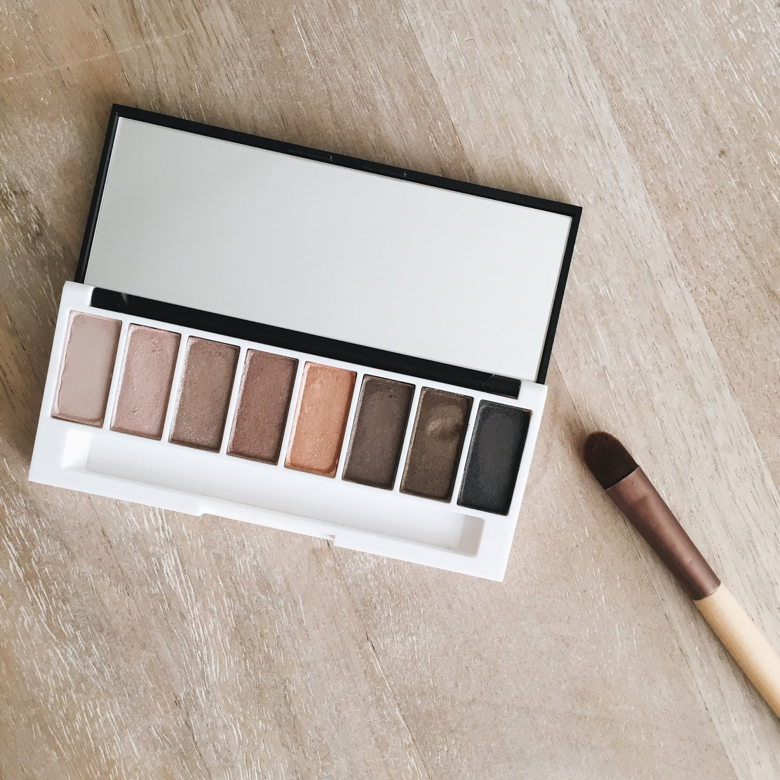 lily lolo laid bare eyeshadow palette review natural nontoxic organic hellolindasau