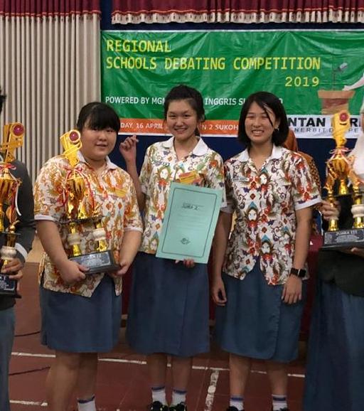 Tim Debat Bahasa Inggris SMA Kristen Kalam Kudus Sukoharjo Juara 2 RSDC 2019