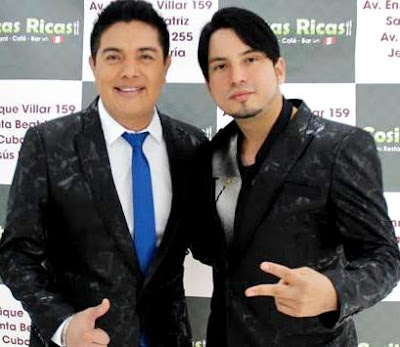 Foto de Marco Antonio con otro cantante