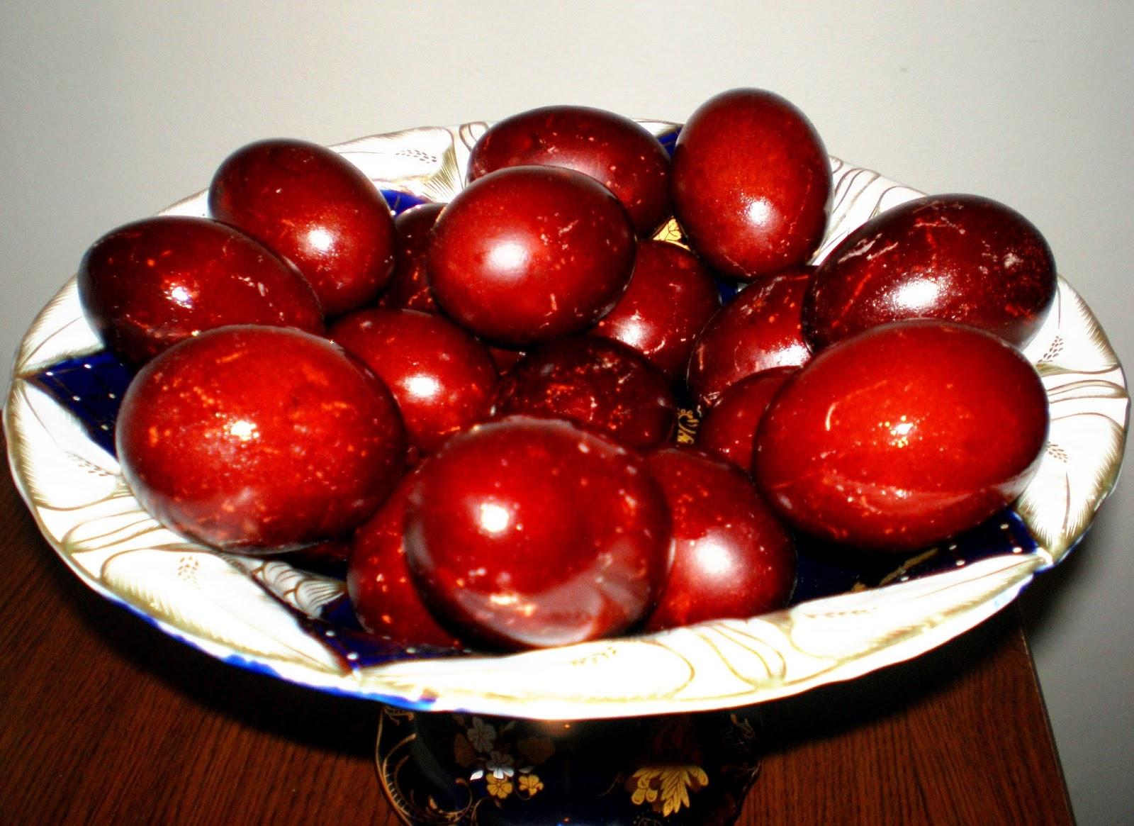 Ouă vopsite în foi de ceapă