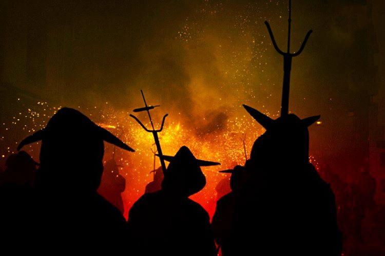 Roma döneminde büyücülük yasaklanmış, büyücükle ilgilenenler infaz edilmiştir.