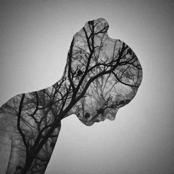 Body paint en mujer y ramas