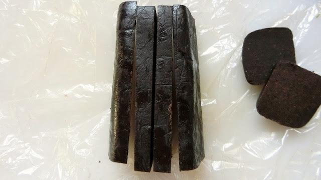 冷やしたクッキー生地を縦に1㎝幅で切り分ける