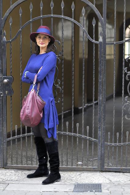 boho styl, dzianinowa sukienka, kobaltowa sukienka, kapelusz, kapelusze, bordo, boho chic, boho styl, boho style, moda po 30-tce, stylowo, overknne boots, street style, street style jesień, street style poznań, confashion