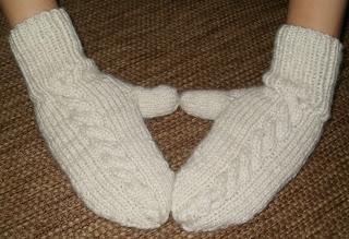 rękawiczki na drutach z jednym palcem