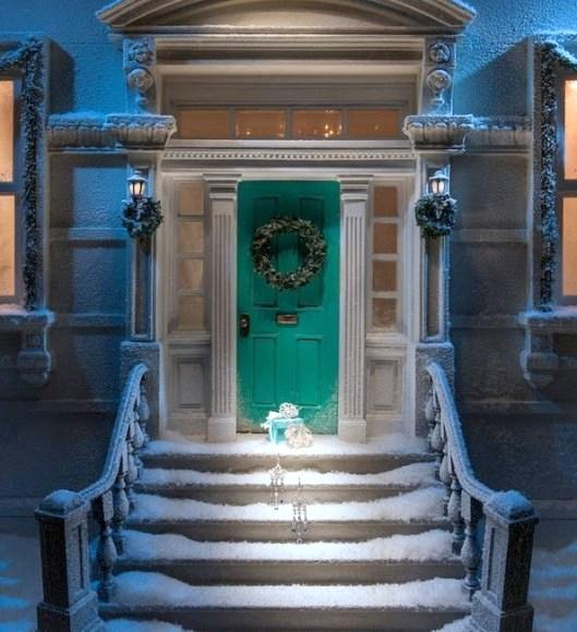 O Natal esta chegando e parece que nenhuma loja é capaz que ofuscar a  beleza e a sofisticação da Joalheria Tiffany   Co. Os joalheiros de renome  mundial tem ... 3b02221df5